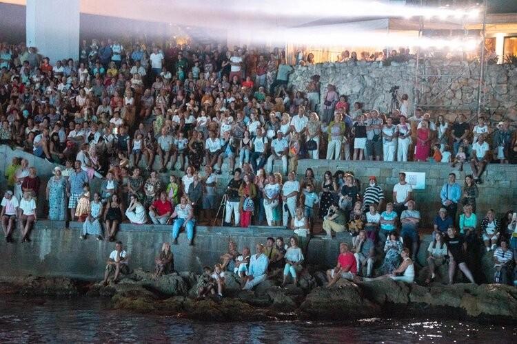 Весь Приморский бульвар превратился в один большой зрительный зал на концерте