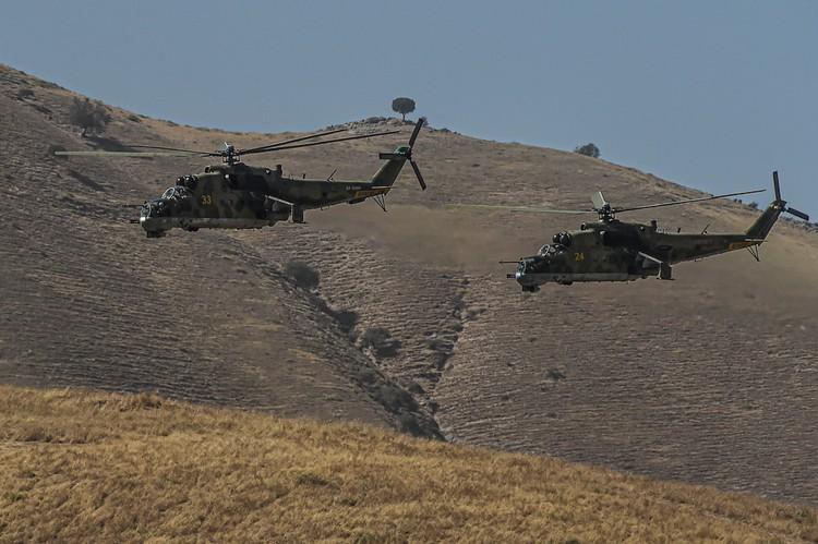 """Совместные военные учения """"Центр - 2019"""" в Таджикистане, в которых принимают участие Россия, Казахстан и Таджикистан."""