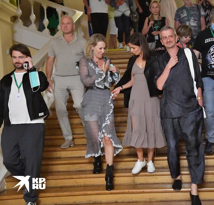 Прозрачное платье Ксении Собчак развенчало слухи о ее беременности