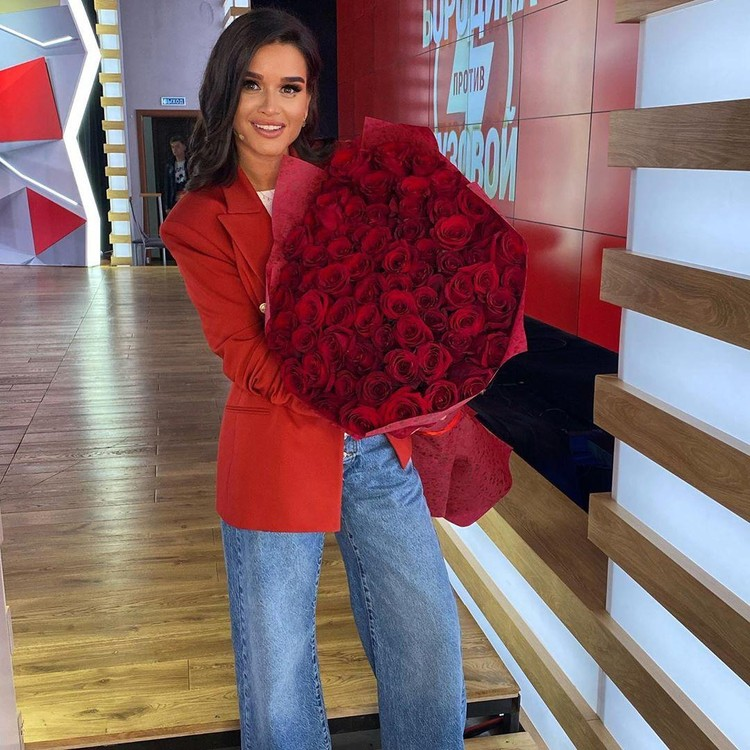 Бородина получила номинацию «стильная телеведущая». Ксения — единственная из звезд на премии, кто раскритиковал непонятный выбор организаторов
