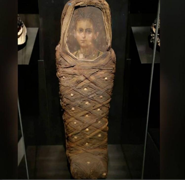 Кокон мумии с портретом умершего.