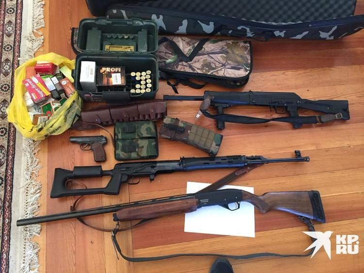 Оружие, найденное при обыске.