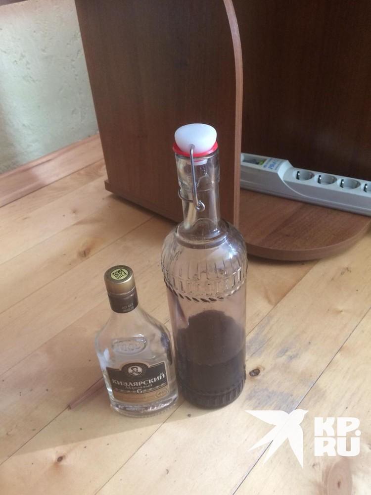 В общине был запрещен алкоголь, но верхушка секты, похоже, эти запреты нарушала сама.