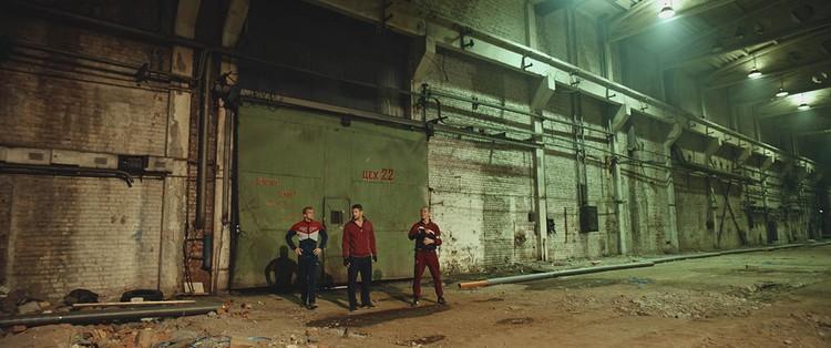 1 октября на экраны выходит фильм «Русский рейд» - история рейдерского захвата завода.