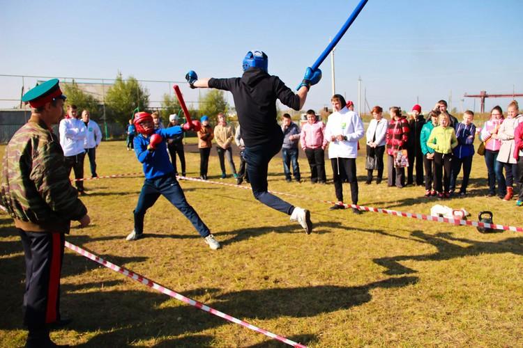 Ребята участвуют в «Молодецких играх». Фото предоставлено Л. Пажога.