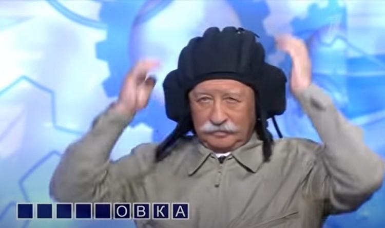 Шлемофон танкиста оказался впору. Фото: скриншот эфира Первого канала