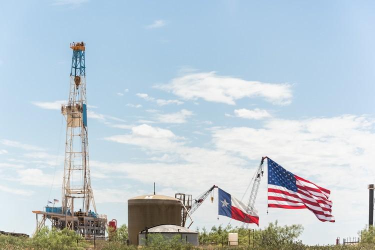 Американцы наращивают добычу нефти, число буровых продолжает расти.