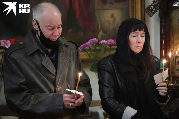 Первым проститься с дочкой пришел Владимир Конкин.