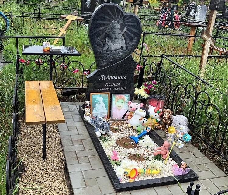 2 июня 2020 года в Тольятти на могилке маленькой Ксюши волонтеры установили памятник. Фото: предоставлено волонтерами