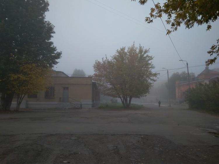 Изредка в тумане можно увидеть людей