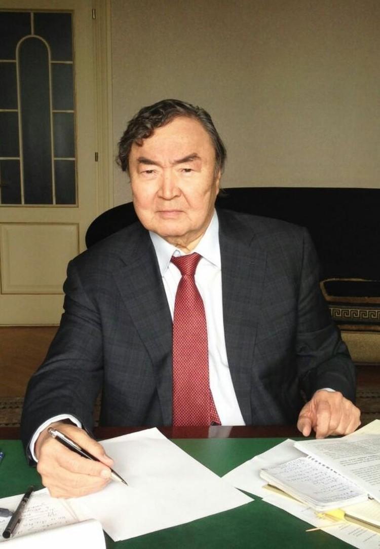 Олжас СУЛЕЙМЕНОВ.