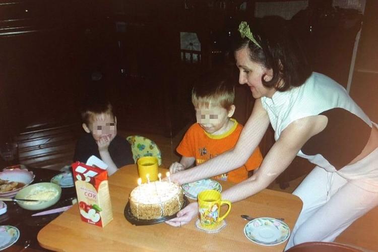 Гила Германская и ее приемные сыновья. В июле 2018-го Никита скончался, родители заявили, что от травм полученных при падении в ванной. Фото: архив семьи