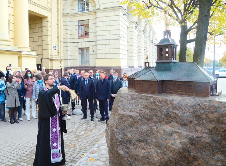 Собор стоял в сквере между улицей Куйбышева и Петровской набережной. Фото: gov.spb.ru