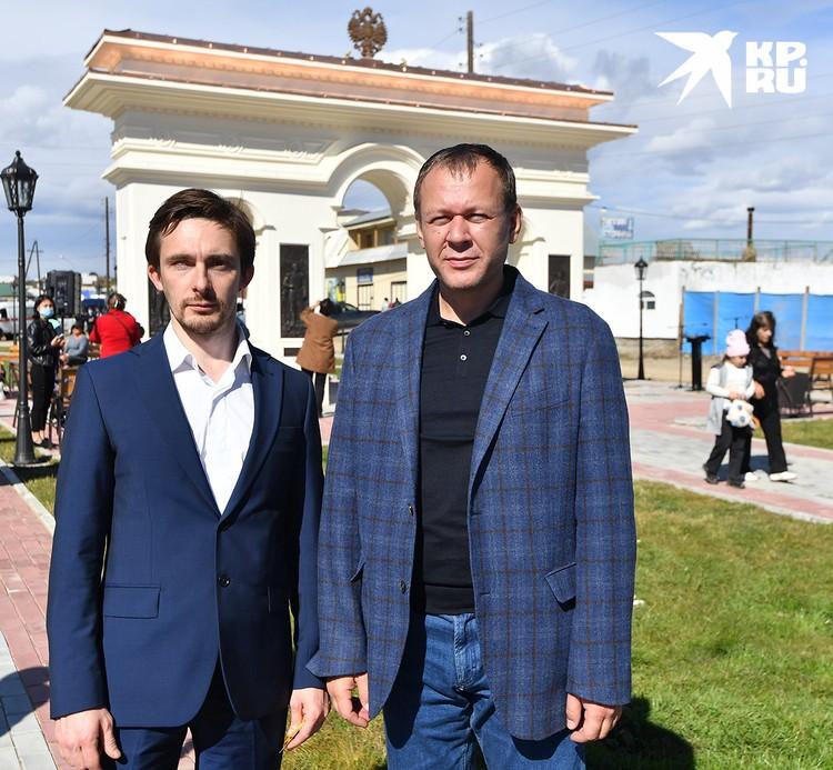 Скульптор Алексей Чебаненко и архитектор проекта Андрей Витальевич Белый на фоне своего творения.
