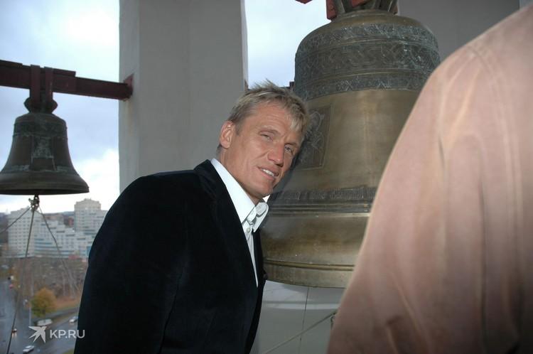 Дольфа Лундгрена пустили в колокольню Храма-на-Крови. Фото: Владимир Андреев