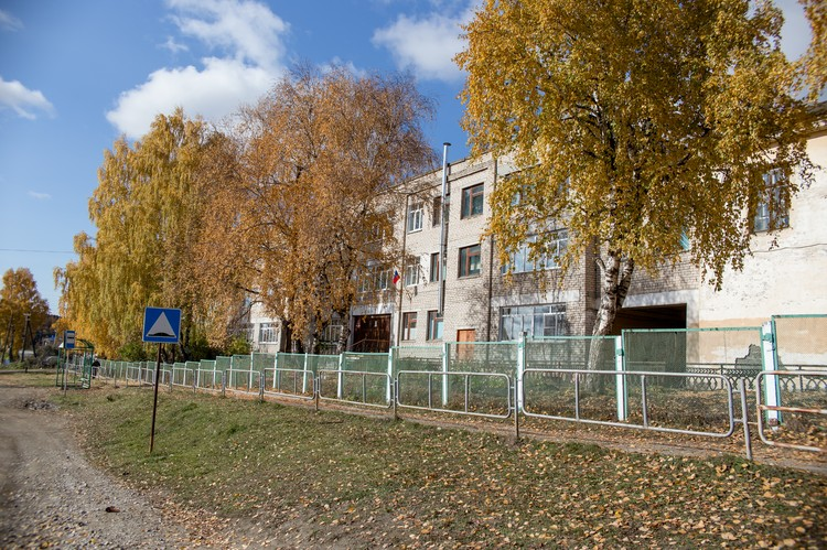 В школе №27 учатся 432 ребенка. Она вторая по числу учеников в районе.