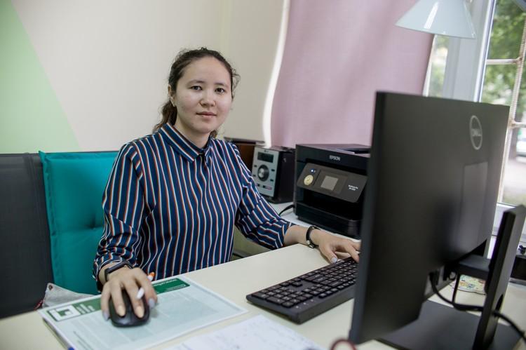 Айгуль - контент-менеджер проекта. Она ведет соцсети и сайт.