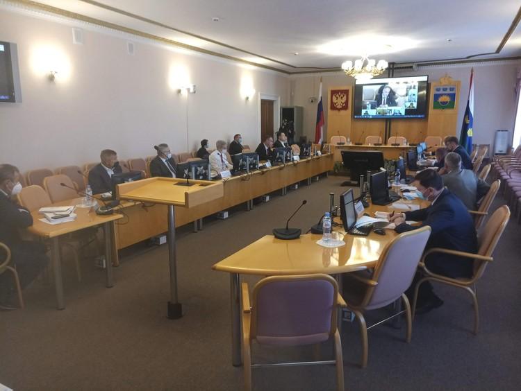 Приоритетной задачей тюменского правительства региона остается борьба с коронавирусной инфекцией, на нее из областного бюджета выделят более 6,5 млрд. рублей.