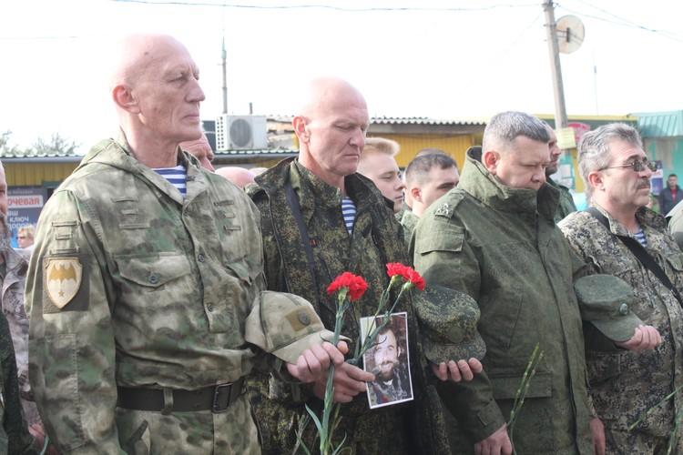 Почтить память погибших пришли военнослужащие