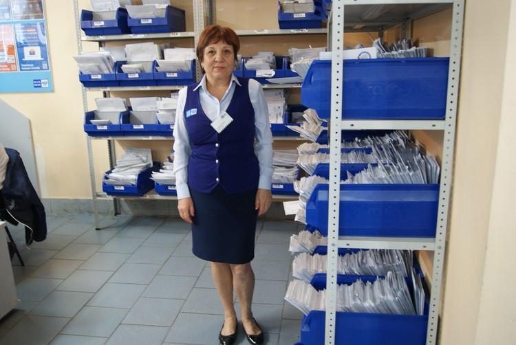 Муж Раисы Васильевны любит пошутить, что она «замужем за почтой».