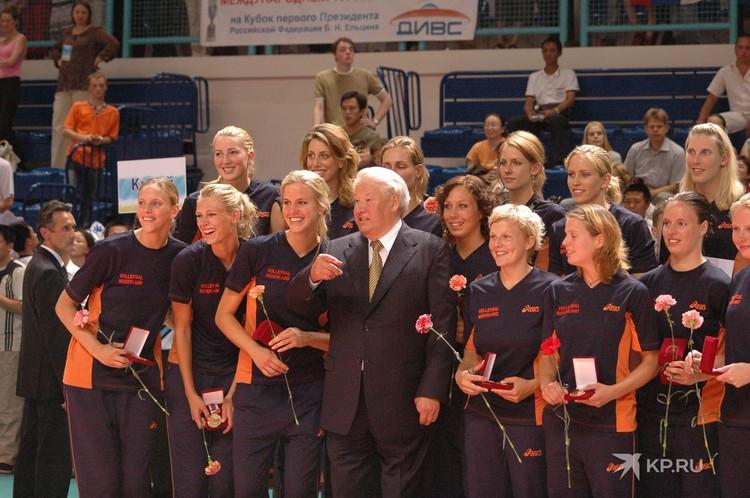 В студенческие годы Борис Ельцин играл в волейбол за сборную города. Не забыл он любимый вид спорта и после того, как ушел в отставку с поста президента России. Фото: Архив «КП»