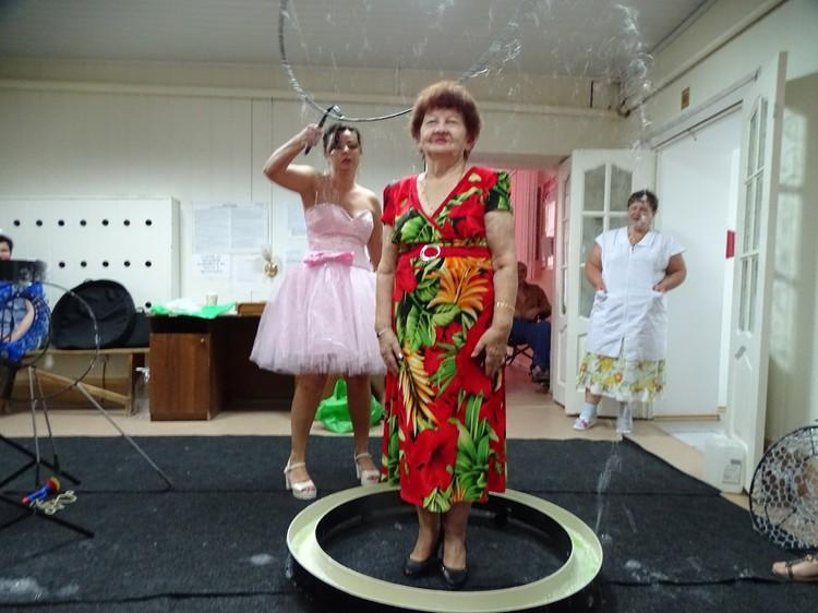 Раньше Нина Ивановна занималась танцами и даже ездила на гастроли.