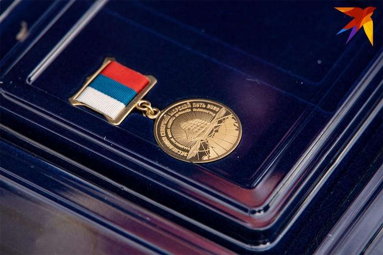 Курсанты в честь покорения Севморпути получили памятные знаки.