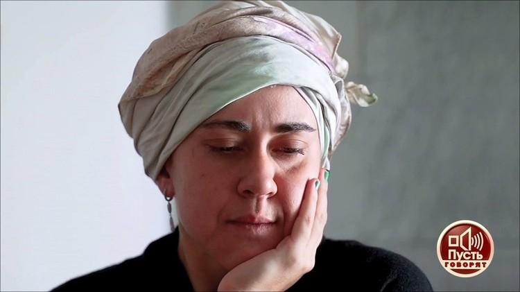 В Америке Татьяна призналась в употреблении запрещенных веществ. Лечиться не хочет — говорит зависимости нет. Фото — кадр программы «Пусть говорят».