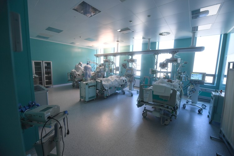 В тяжелом состоянии на аппаратах ИВЛ на Дону находятся 151 человек.