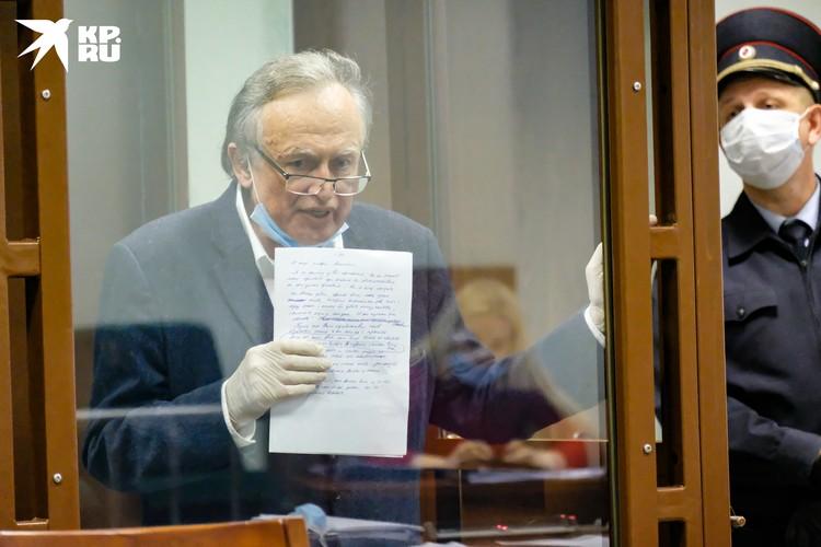 Историк Соколов часто спрашивает у свидетелей - маньяк ли он?