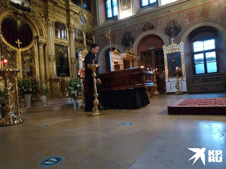 По православным традициям вчера вечером гроб с телом Ирины Скобцевой был установлен в храме Воскресения в Брюсовом переулке