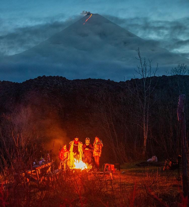 Ключевской извергается с осени 2019 года. Его активность сопровождается регулярными выбросами пепла и лавы. Фото: Елена Верещака/ТАСС