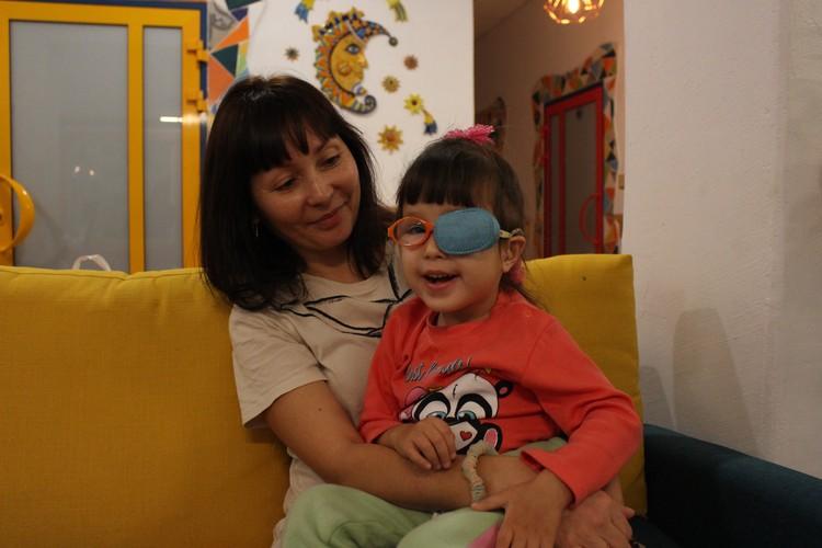 Маленькая Юлиана с мамой Фото: центр помощи детям «Радуга»