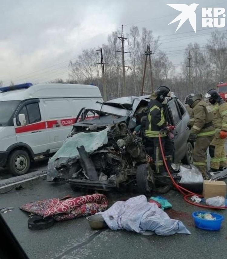 В микроавтобусе в момент аварии находилось 6 человек.