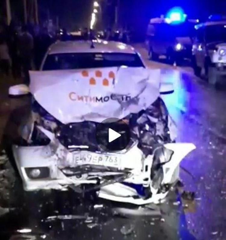 В такси пострадали трое. Скрин видео