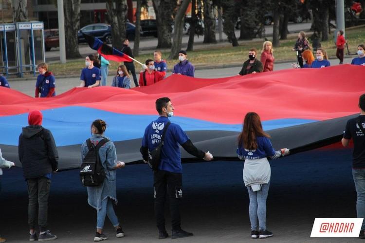 Народные дружинники участвовали в спортивной эстафете в честь Дня флага ДНР