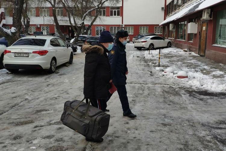 Тефтелев прибыл в суд с сумкой