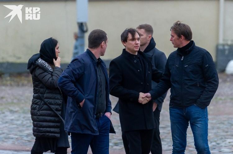 Младший сын депутата Сергей Петров, по слухам, ждет пополнение в семье