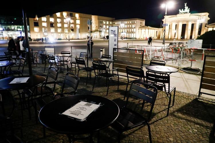 На месяц рестораны, бары, кинотеатры, кафе и театры будут закрыты в Германии.