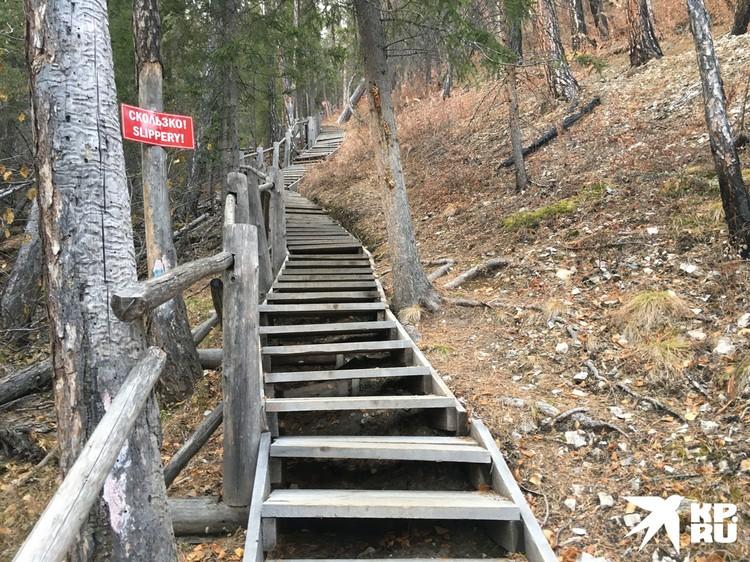 Два км по такой лестнице шагать несколько утомительно, но зато виды наверху - закачаешься