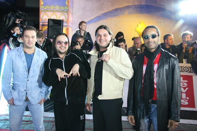 Уже готовая звезда, некогда солист группы «Премьер-министр» вообще-то представлял Россию на «Евровидении-2002».