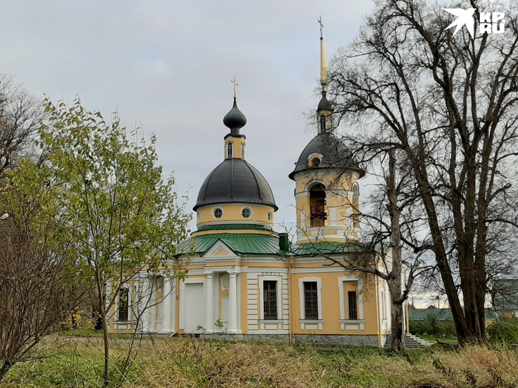 Пока в Гостилицах отреставрировали только церковь
