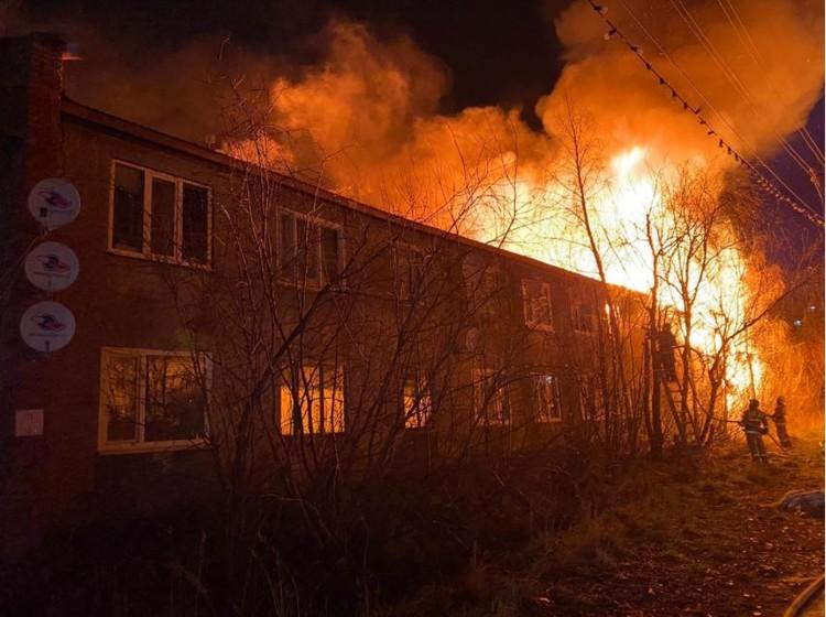 По оценке администрации Усинска, сгоревший дом восстановлению не подлежит. Фото: МЧС по Коми