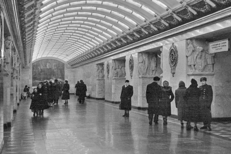 На первых станциях метро о толкучке не шло и речи. Фото: СПб ГУП «Петербургский метрополитен»