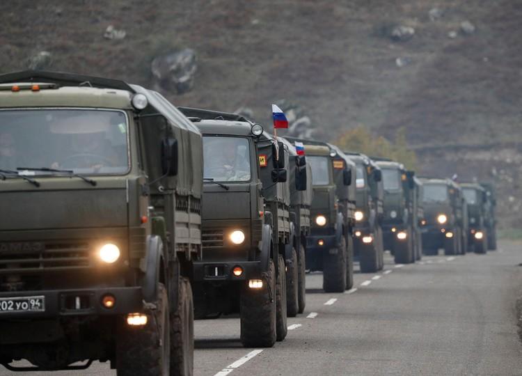 В Степанакерт прибыла очередная колонна подразделений российской миротворческой бригады.