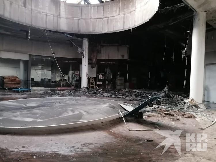 Пожар в рязанском торговом центре обернулся немалыми убытками.