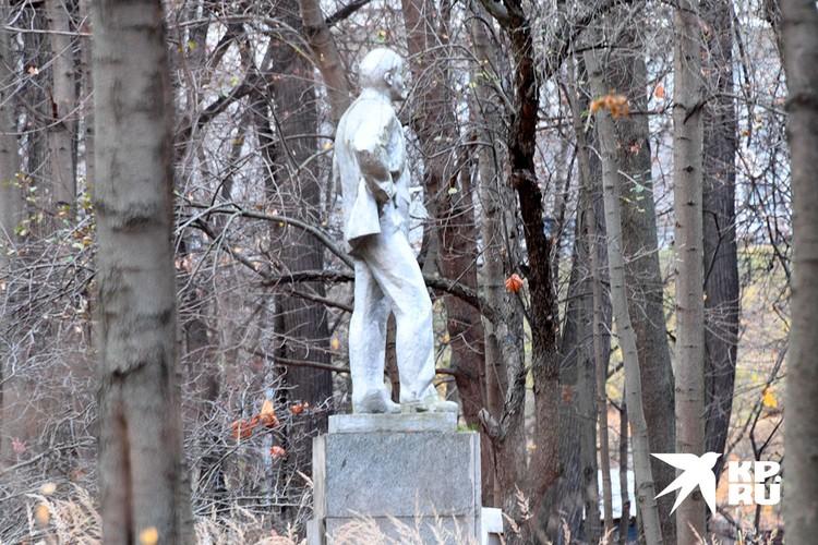 Памятник Владимиру Ленину на территории особняка Патрикеева в Космодемьянском