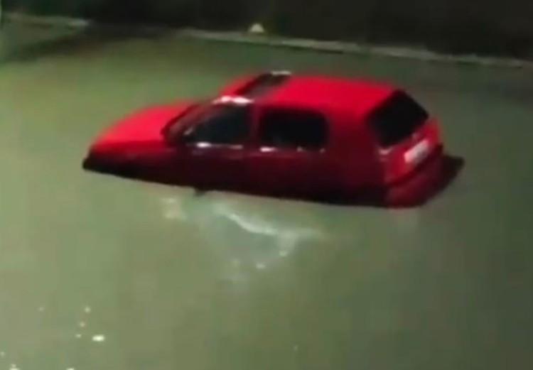 Последствия наводнения на улицах столицы Дагестана.