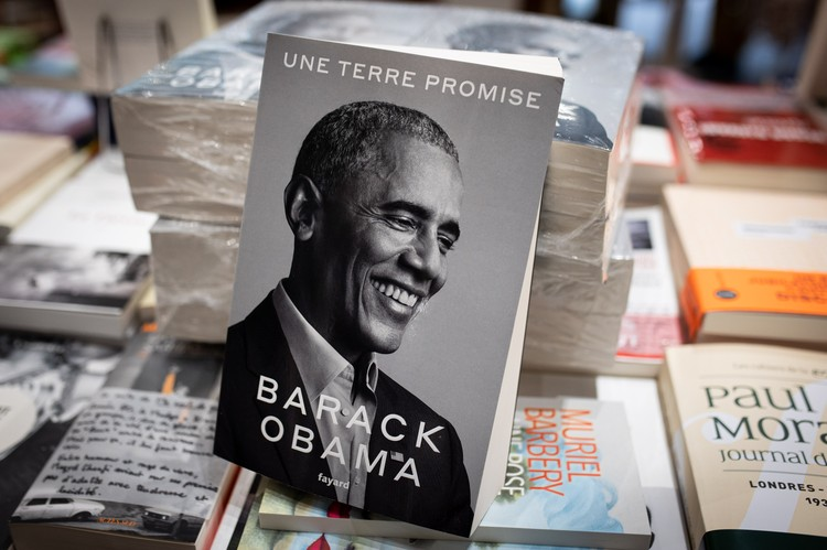 Том целиком посвящен периоду первого президентского срока президента, проведшего в Овальном кабинете Белого дома в общей сложности 8 лет.