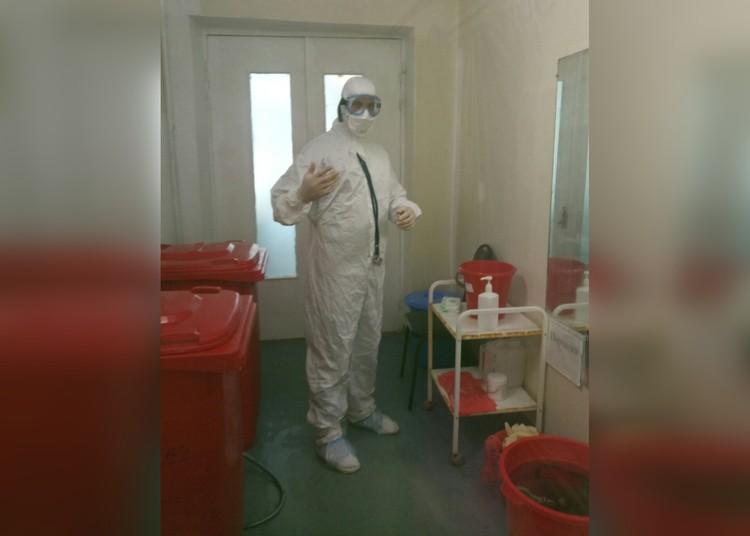 Даже в таком костюме вирус может найти лазейки. Фото из личного архива Романа Мяконького.